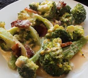 keto recept voor Gevulde Broccoli met spek kaassaus